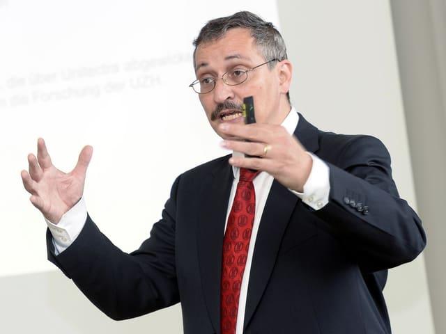 Portrait von Uni-Rektor Michael Hengartner
