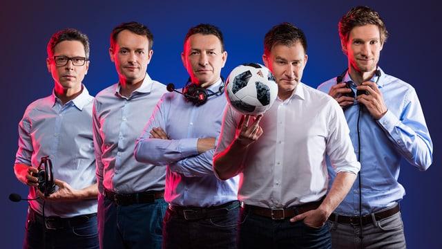 Nationalmannschafts-Kommentator Sascha Ruefer (vorne) sowie die Kommentatoren Reto Held, Mario Gehrer, Dani Kern und Manuel Köng.