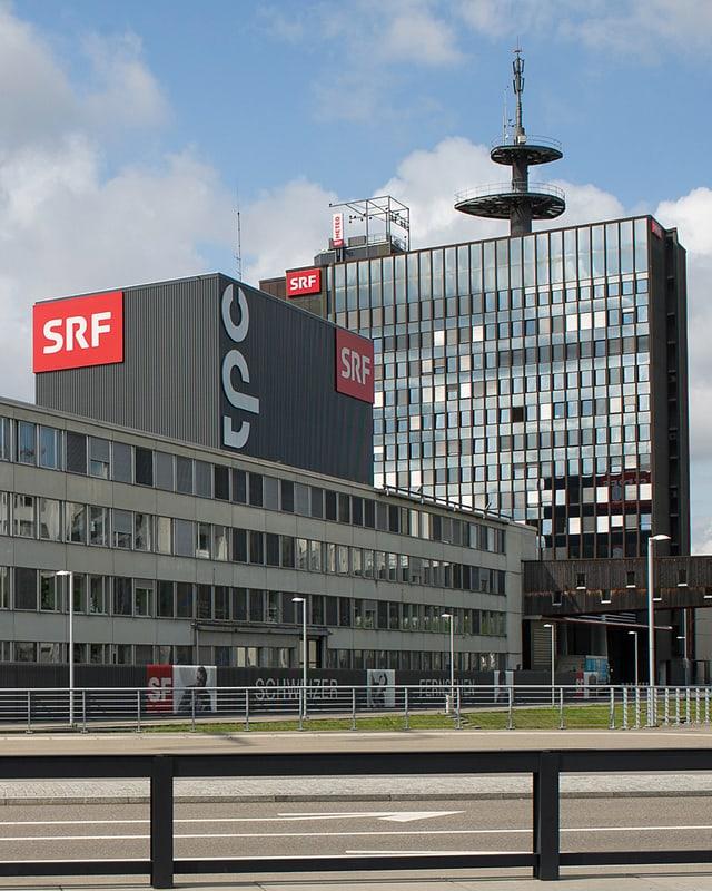Bild  SRF-Hochhaus und Studio 1 tpc am Leutschenbach in Zürich.