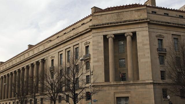 Die US-Justizbehörde will Namen sehen, sonst droht eine Anklage.
