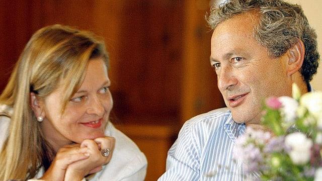 Heidi Z'graggen sitzt neben Samih Sawiris.