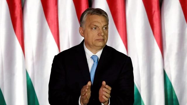 Viktor Orbán am klatschen.
