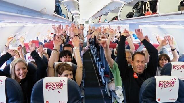 Die Passagiere im Happy-Day-Ferienflieger freuen sich.