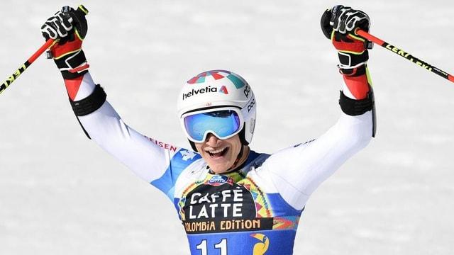 Skirennfahrer Marco Odermatt jubelt nach der Zieleinfahrt.
