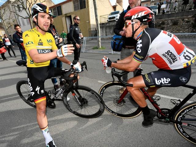 2 Radfahrer pausieren