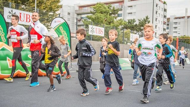 Am «UBS Kids Cup» kannst du teilnehmen, wenn du unter 16 Jahre alt bist.