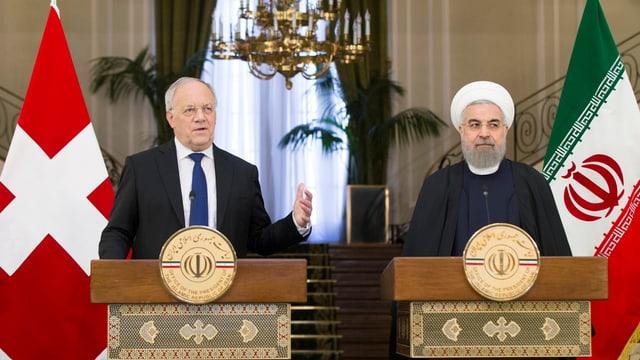 Johann Schneider-Ammann e Hassan Ruhani a Teheran.