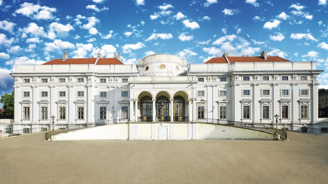 Blick auf ein barockes Schloss in Wien.
