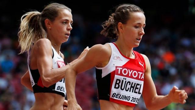 Selina Büchel durant la cursa d'eliminaziun tar ils campiunadis mundials d'atletica leva a Peking.