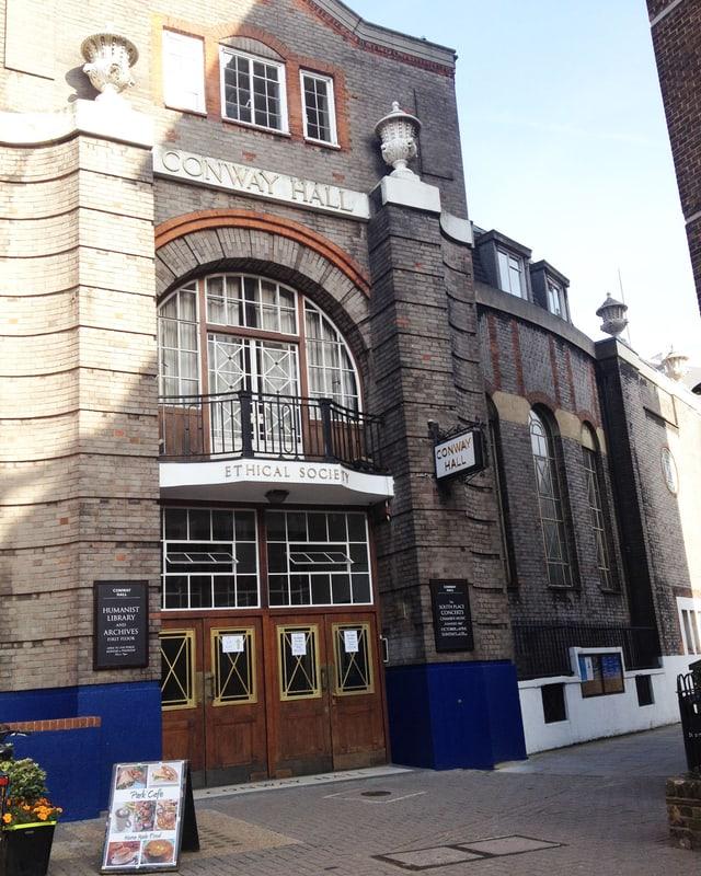 Ein Gebäude aus Stein in London.