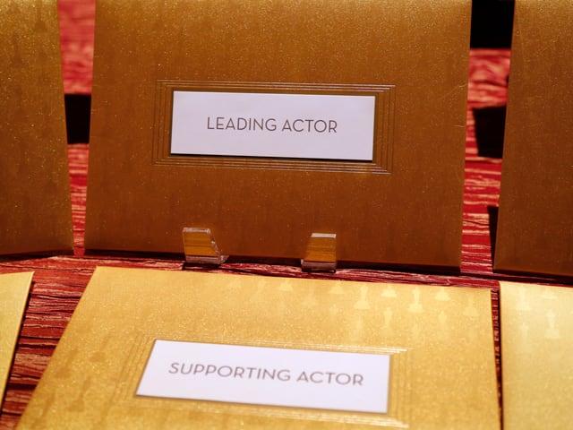 Goldenes Couvert mit weissem Schild mit der Aufschrift «Leading Actor».