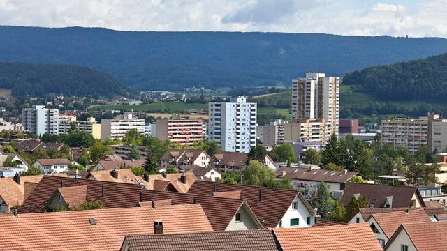 Sicht auf Hochhäuser und Einfamilienhäuser von Spreitenbach