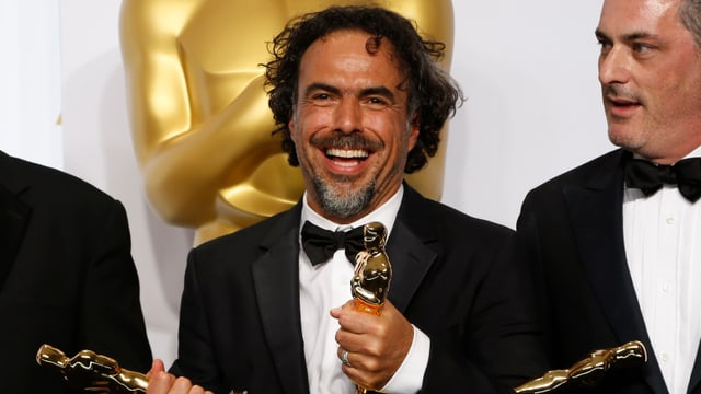 Il reschissur Alejandro Gonzalez Innaritu tegna enta maun ses Oscars.