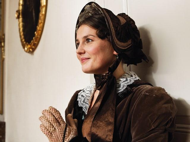 Barbara Tobola mimt die Ehefrau Dufours, Suzanne Dufour.