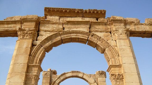 L'artg da triumf a Palmyra avant la destrucziun.