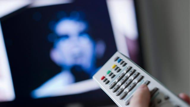 TV mit Fernsteuerung