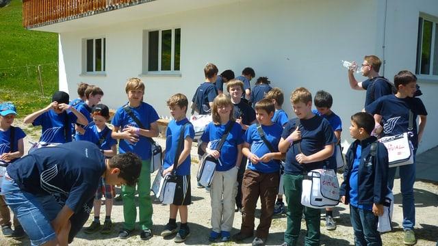 Ils Singknaben Solothurn al champ Glaretsch a Segnas/Mustér.