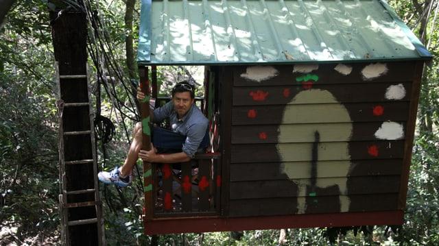 Hoch oben in den Bäumen: Sven in einer Baumhütte in Glenbrook.