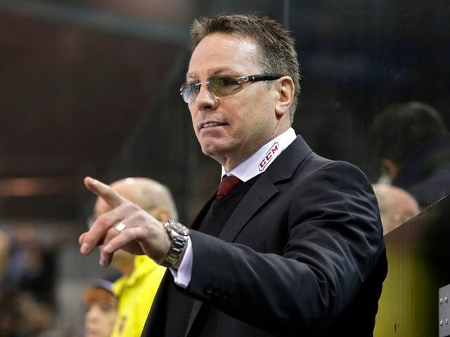 Der Kanadier 51-jährige Kanadier hält bei Genf seit 2001 als Trainer, General Manager und Mitbesitzer die Fäden in der Hand. Legendär sind seine zahlreichen Wutausbrüche.