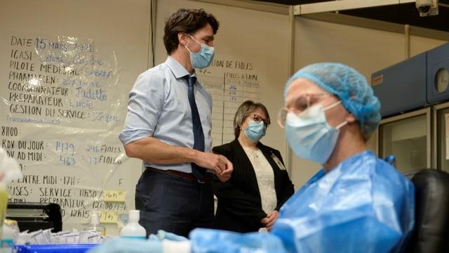 Kanadas Premierminister Justin Trudeau besucht ein Impfzentrum