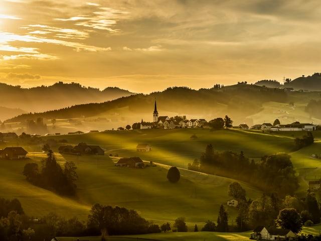 Goldene Morgenstimmung im Appenzellerland