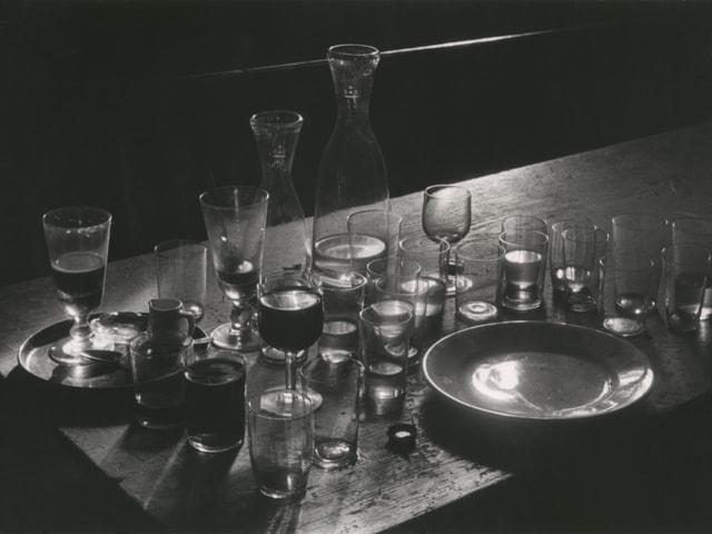"""Am Morgen im Restaurant """"Schwanen"""", Oeschgen, 1942."""