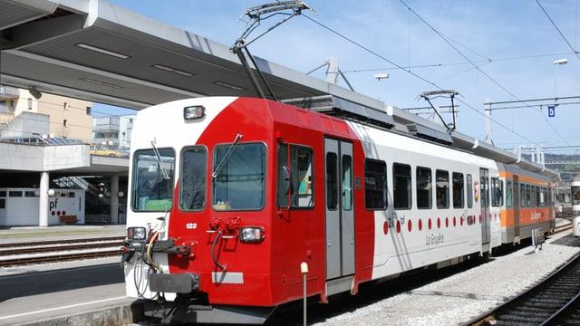 Bild einer Bahn der Freiburger Verkehrsbetriebe.