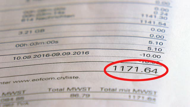 Rechnung mit Gesamtbetrag über 1100 Franken.