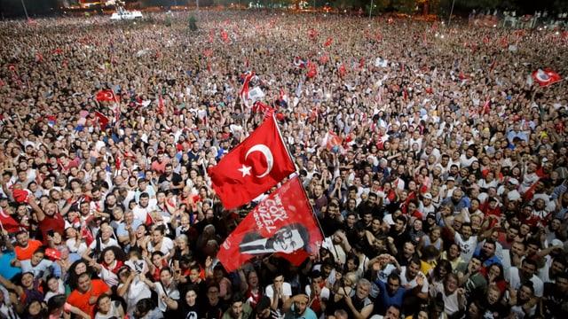 Tausende Anhänger Imamoglus feiern