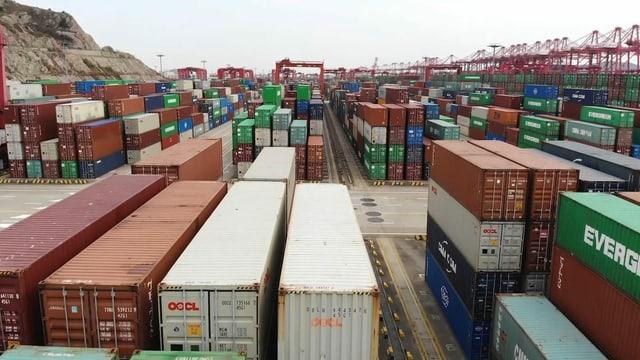 Container am Hafen von Schanghai