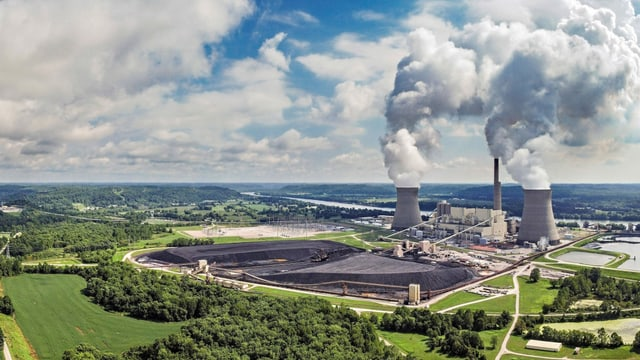 Kohlekraftwerk aus der Vogelperspektive.