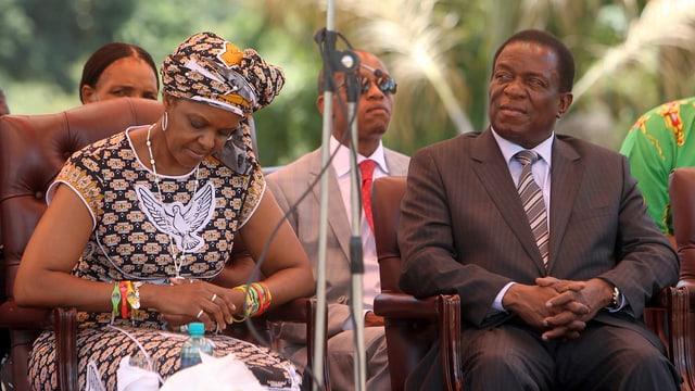 Mnangagwa und Mugabes Frau Grace Mugabe.