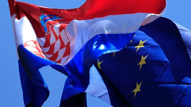 Die Flaggen von Kroatien und der EU