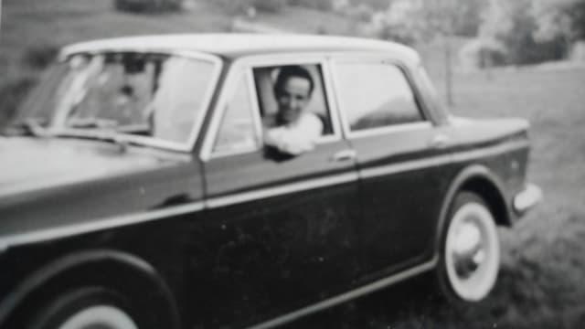 Vater im Auto.