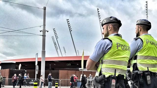 Stadtpolizisten beim Stadion Letzigrund (Symbolbild).