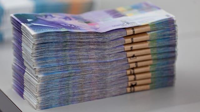 Ein Stapel mit Geldnoten