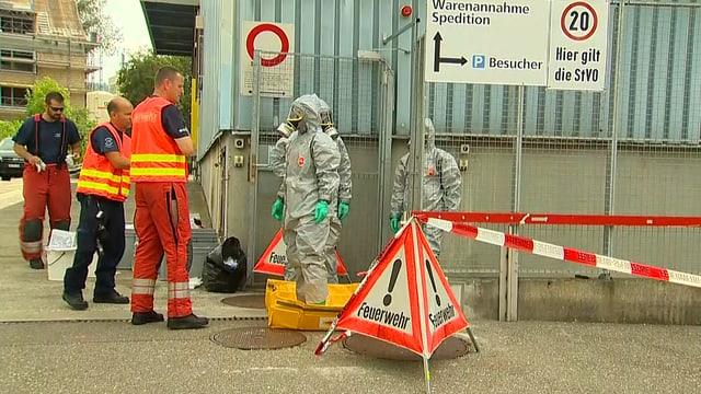 Feuerwehr in Chemieschutzanzug