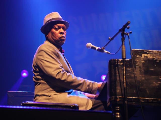 Die Soul-Legende «Booker T. Jones» sitzt an seiner Hammondorgel B3.