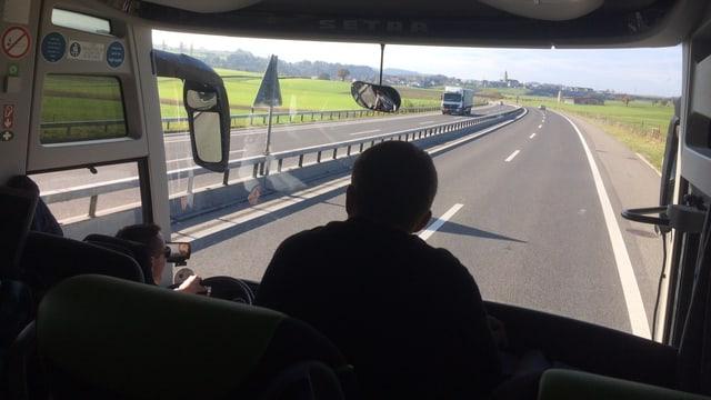 Busfahrt im Mittelland