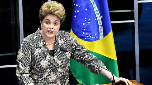 Rousseff an Rednerpult