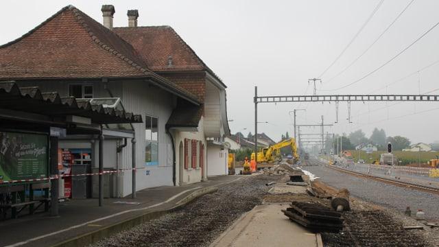 Hier fährt definitiv kein Zug mehr durch: Alter RBS-Bahnhof von Biberist ohne Geleise.