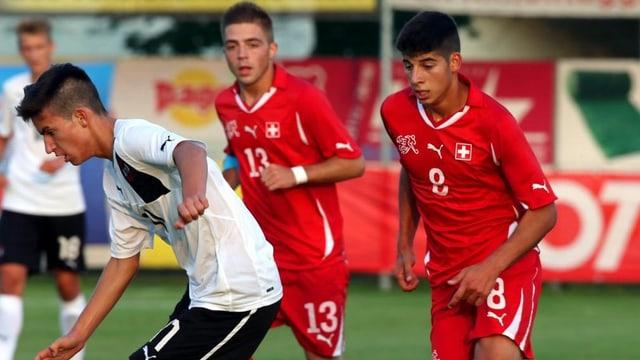 Die Schweizer Junioren messen sich bei der U17-EM unter anderem mit Deutschland.