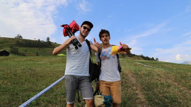 Ils emprims visitaders dal Open Air Lumnezia 2015. Livio Casutt da Glion (sanester) e Arno Panier da Sagogn (dretg).
