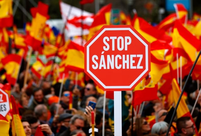 Stop-Sanchez-Schild.