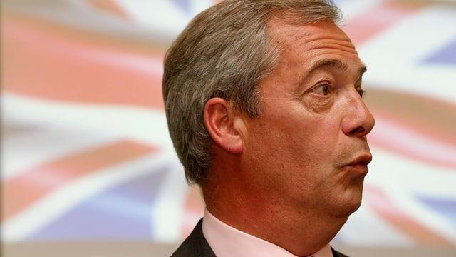 Nigel Farage vor einem Union Jack.
