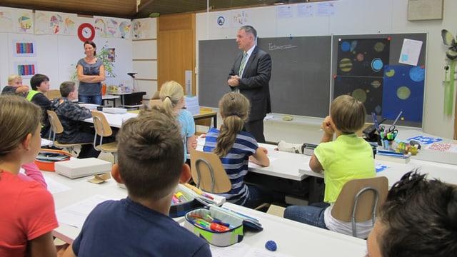 Am ersten Schultag im Aargau stand Bildungsdirektor Alex Hürzeler selber vor die Schüler einer neuen 6. Klasse.