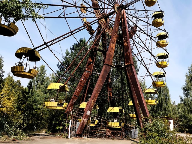 Ina roda gigantica en ruina.