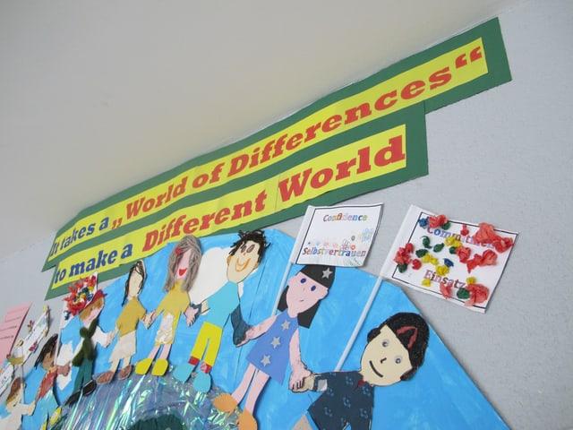 Der Gedanke vom friedlichen Zusammenleben und Zusammenarbeiten von verschiedenen Kulturen spielt in einer internationalen Schule eine besonders wichtige Rolle.