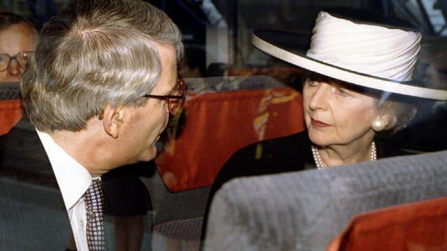 Margaret Thatcher und John Major im Zug