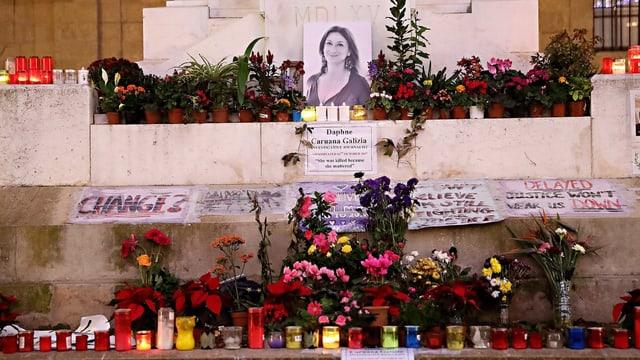 Kerzen erinnern an die Getötete.